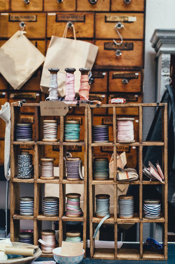 """Atelier de couture pour le recyclage textile, dit """"upcycling"""""""